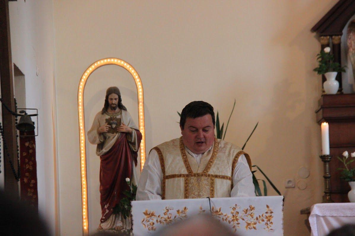 Templom: a pap